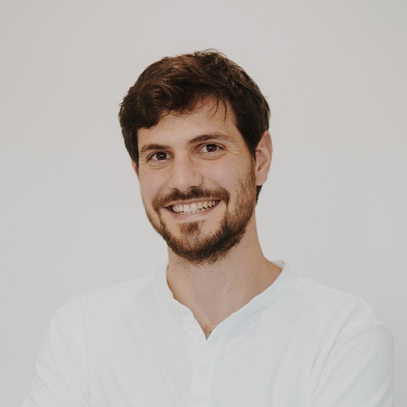 Dr. LÁZARO CARAVACA BONGIOVANI